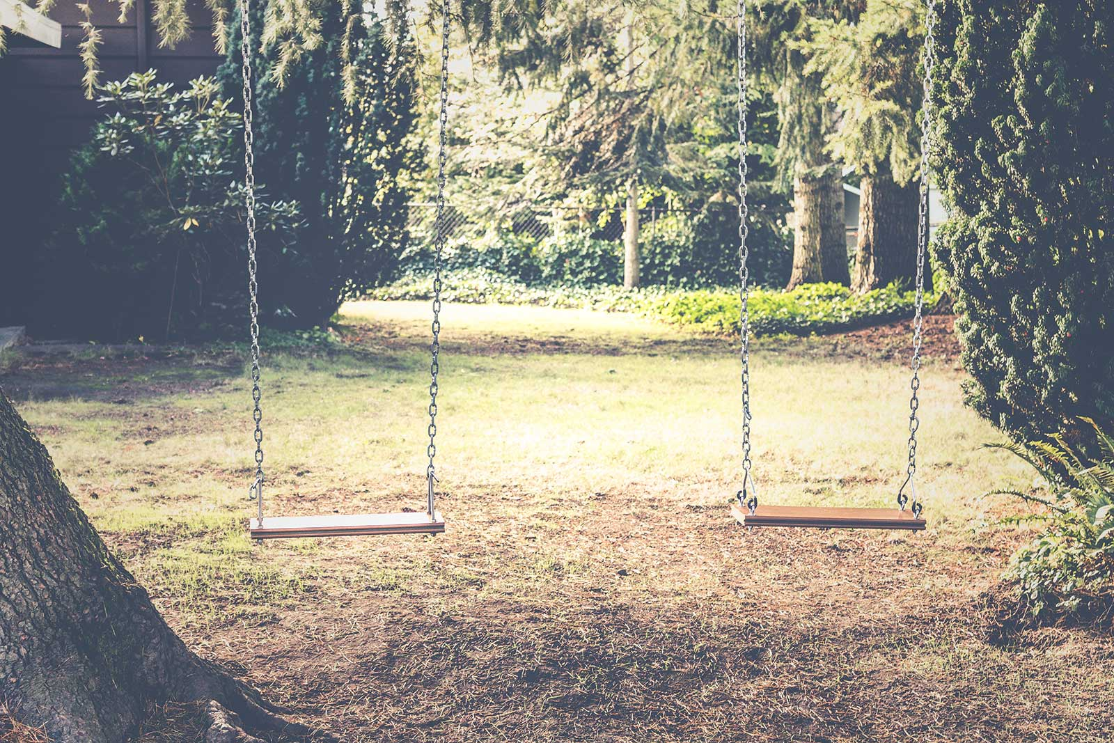 houten schommels tuin